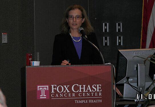 lisa-speaking-at-fox-chase-cancer-center-nov-2012-800x533
